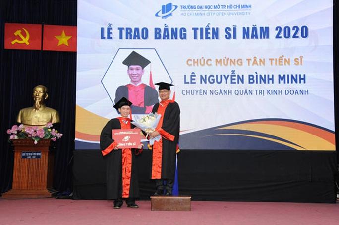 Trao bằng tiến sĩ, thạc sĩ cho 436 nghiên cứu sinh, học viên cao học - Ảnh 1.