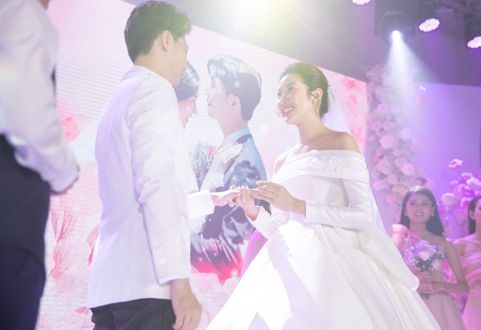 Sao ngoại, sao Việt nên duyên chồng vợ năm 2020 - Ảnh 2.