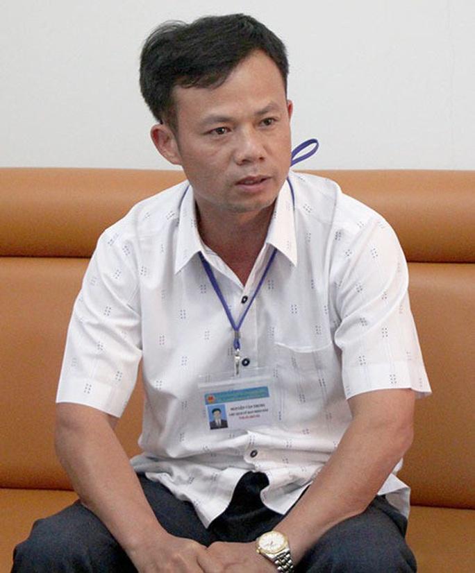 Khởi tố, bắt tạm giam nguyên chủ tịch xã bắt gỗ lậu về… biếu cán bộ - Ảnh 2.