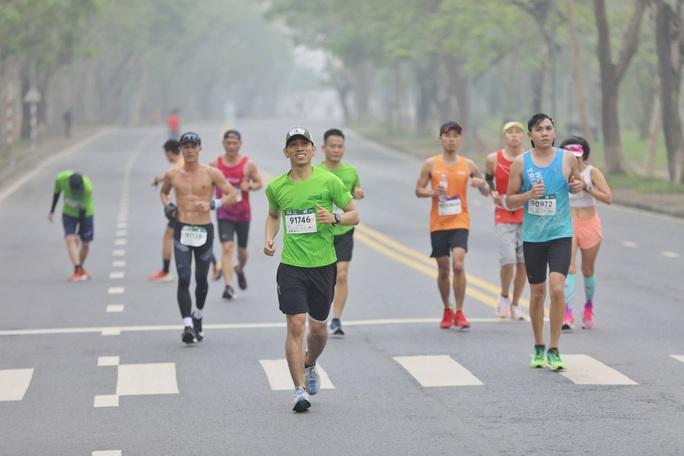Hơn 4.500 người tham gia giải chạy VnExpress Marathon Huế 2020 - Ảnh 1.