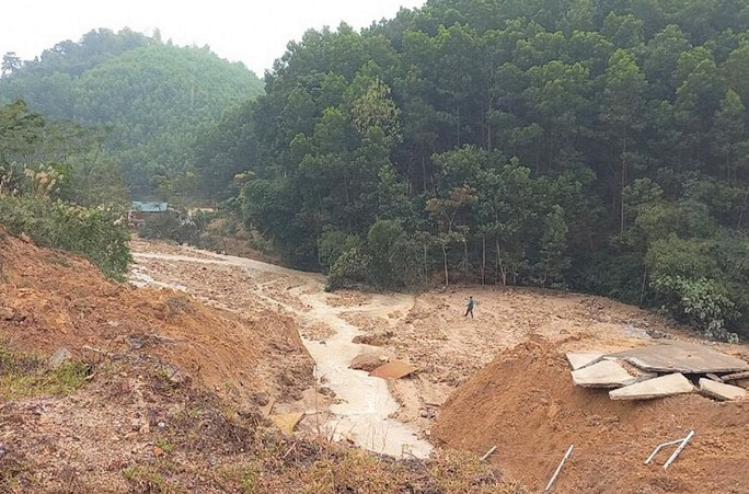 Tuyến kênh 4.300 tỉ đồng bất ngờ đứt gãy 50 m giữa mùa khô - Ảnh 2.