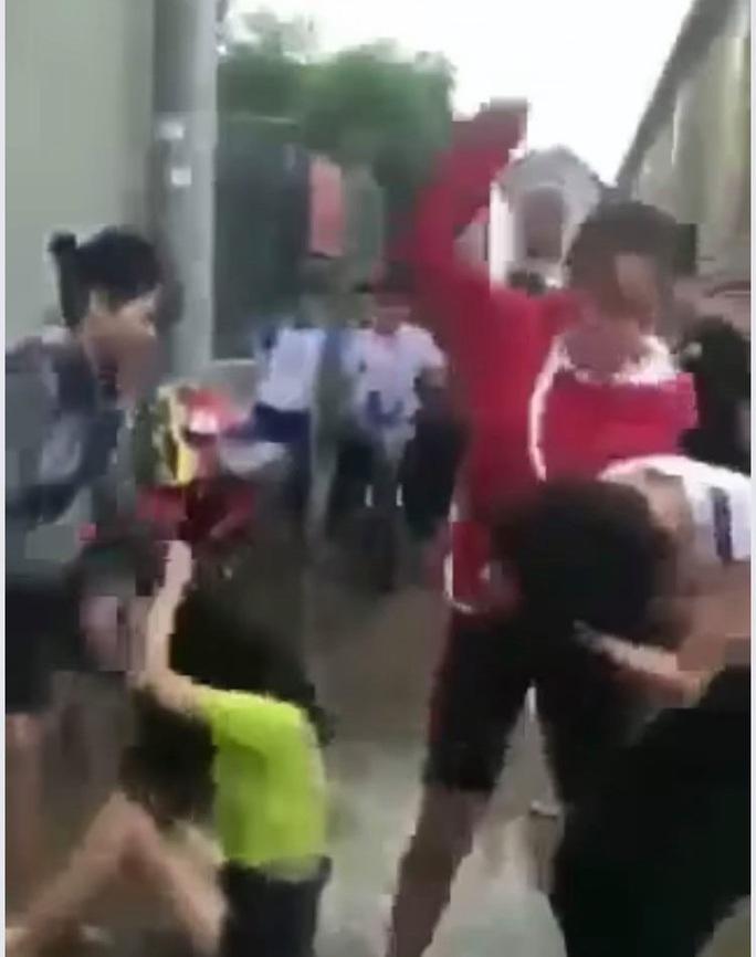 Sốc với lý do 2 thiếu nữ 14 tuổi đánh dã man nữ sinh ở Đồng Nai - Ảnh 1.