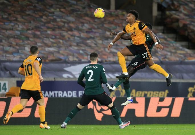 Tottenham đánh rơi chiến thắng phút cuối, lỡ Top 4 Ngoại hạng Anh - Ảnh 1.