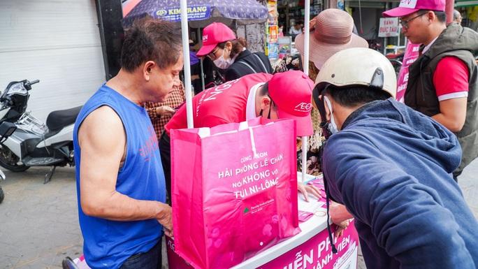 AEON Việt Nam khuyến khích khách hàng dùng túi riêng khi mua sắm - Ảnh 4.