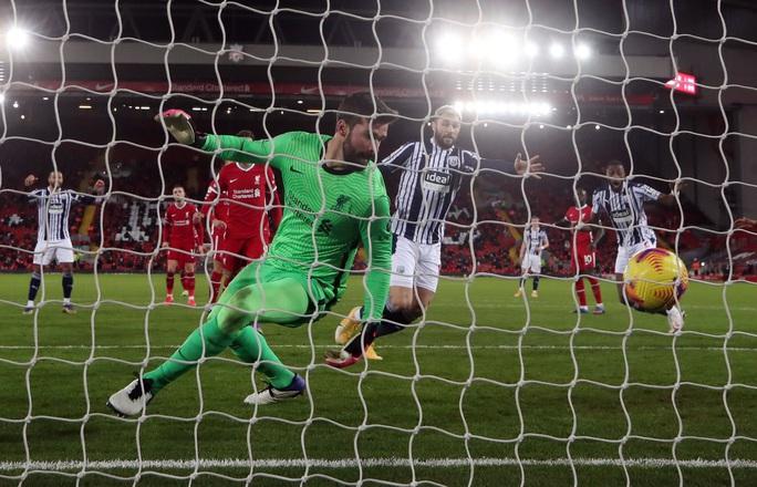 Kiệt sức mùa Đông, Liverpool bị đội chót bảng cầm chân ở Anfield - Ảnh 5.