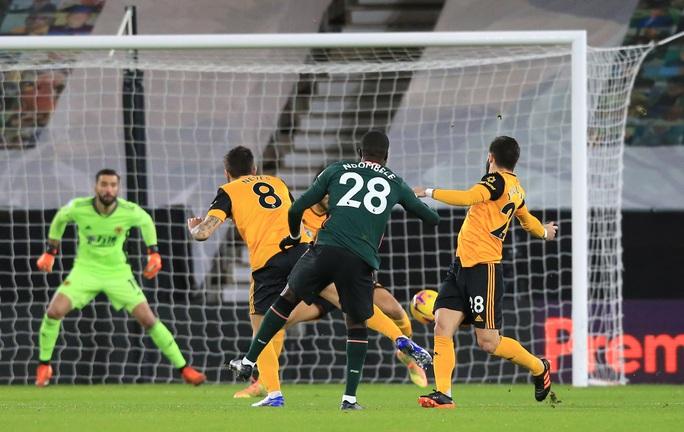 Tottenham đánh rơi chiến thắng phút cuối, lỡ Top 4 Ngoại hạng Anh - Ảnh 3.