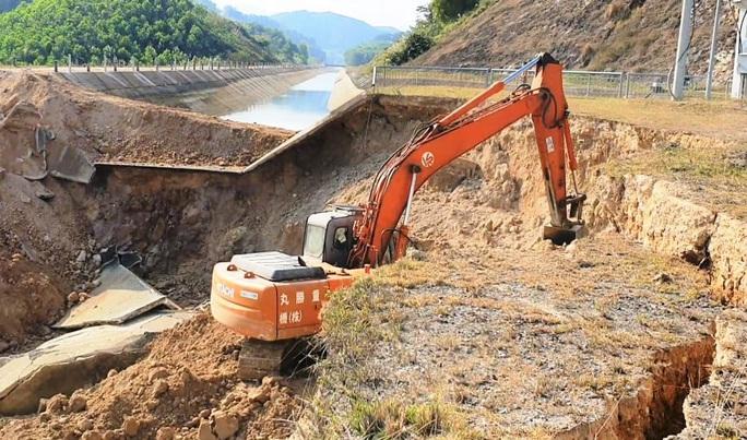 Bộ NN-PTNT vào cuộc tuyến kênh 4.300 tỉ đồng bất ngờ đứt gãy 50 m giữa mùa khô - Ảnh 2.