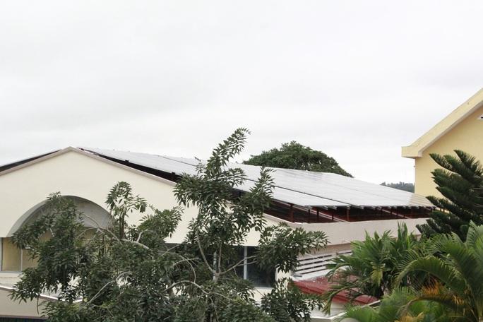 Yêu cầu nhiều trường học chấm dứt cho thuê làm điện mặt trời - Ảnh 1.