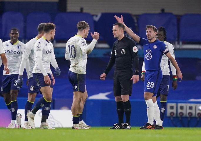 Chelsea lại mất điểm sân nhà, Leicester may mắn thoát hiểm - Ảnh 4.
