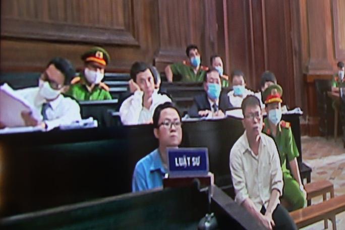 Trình chiếu nhiều clip ghi lại hành vi của cựu thẩm phán Nguyễn Hải Nam - Ảnh 4.