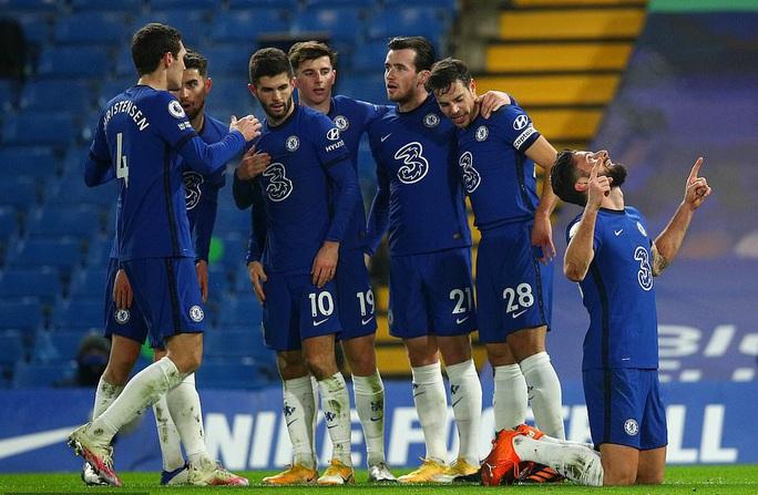 Chelsea lại mất điểm sân nhà, Leicester may mắn thoát hiểm - Ảnh 2.