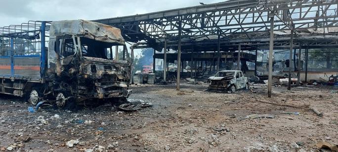 Cháy nổ lớn ở biên giới Việt - Lào khiến 2 người tử vong, 6 người bị thương - Ảnh 2.