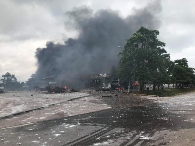 Cháy nổ lớn ở biên giới Việt - Lào khiến 2 người tử vong, 6 người bị thương - Ảnh 1.