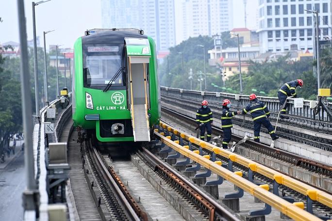 Diễn tập tình huống khẩn cấp trên tuyến đường sắt Cát Linh-Hà Đông - Ảnh 3.