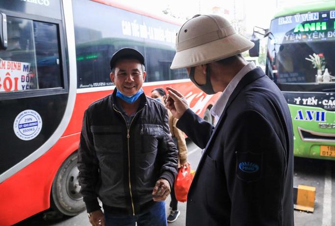 Cận cảnh bến xe khách những ngày siết chặt chống dịch Covid-19 - Ảnh 14.