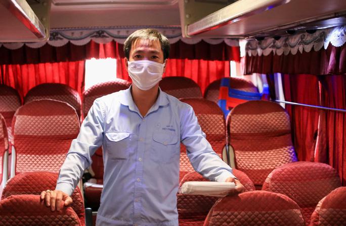 Cận cảnh bến xe khách những ngày siết chặt chống dịch Covid-19 - Ảnh 15.