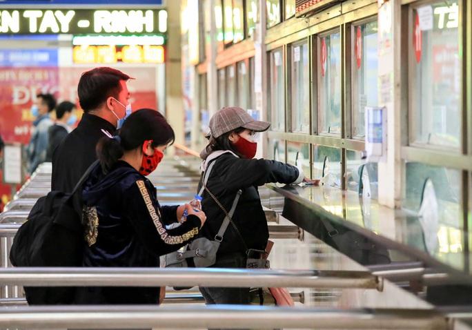 Cận cảnh bến xe khách những ngày siết chặt chống dịch Covid-19 - Ảnh 6.