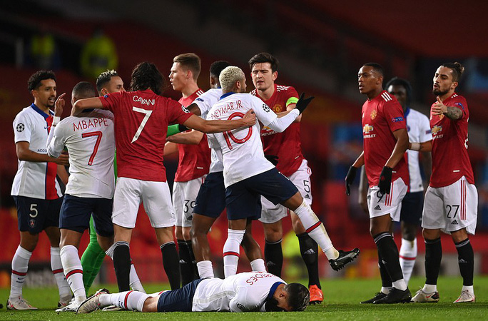 Thẻ đỏ nghiệt ngã, Man United bên bờ vực thảm họa - Ảnh 2.