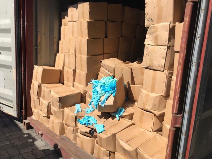 Hiểm họa từ 1.070 thùng găng tay y tế đã qua sử dụng nhập từ Trung Quốc - Ảnh 2.