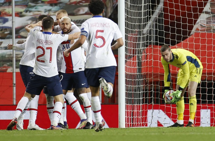 Thẻ đỏ nghiệt ngã, Man United bên bờ vực thảm họa - Ảnh 7.