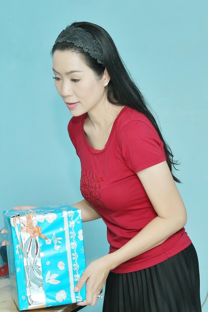 NSƯT Trịnh Kim Chi gấp rút trao nhà tình thương đón năm mới - Ảnh 2.