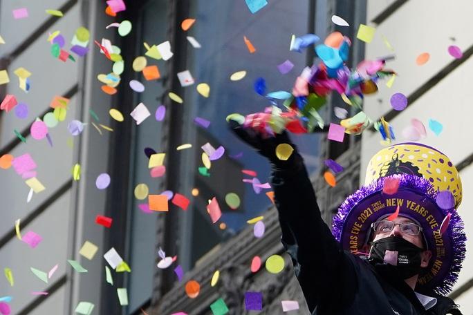 Tránh lễ mừng năm mới thành sự kiện siêu lây nhiễm Covid-19 - Ảnh 1.