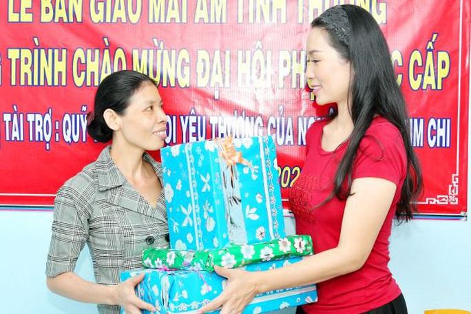 NSƯT Trịnh Kim Chi gấp rút trao nhà tình thương đón năm mới - Ảnh 1.