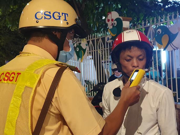 CSGT TP HCM sẽ phát huy uy lực cú đấm thép, xử nghiêm vi phạm nồng độ cồn - Ảnh 1.