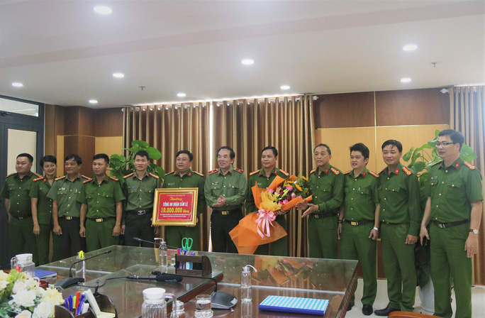Hinh khen thuong