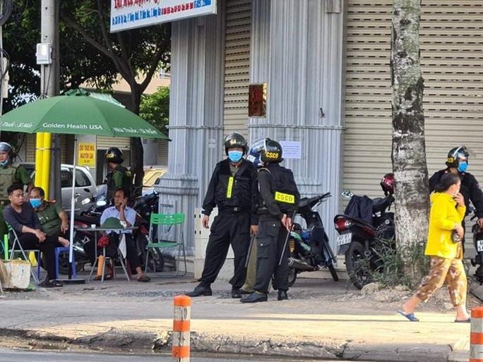 Công an Đồng Nai bao vây khám xét các nhà thuốc Sơn Minh - Sĩ Mẫn ở TP Biên Hòa - Ảnh 2.