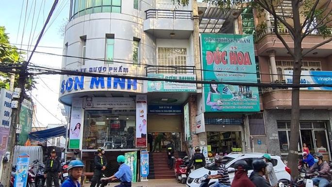 Công an Đồng Nai bao vây khám xét các nhà thuốc Sơn Minh - Sĩ Mẫn ở TP Biên Hòa - Ảnh 5.