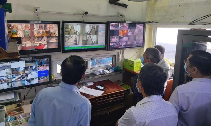TP HCM: Sở Y tế, Sở Du lịch đến khách sạn xem camera giám sát cách ly phi hành đoàn - Ảnh 1.