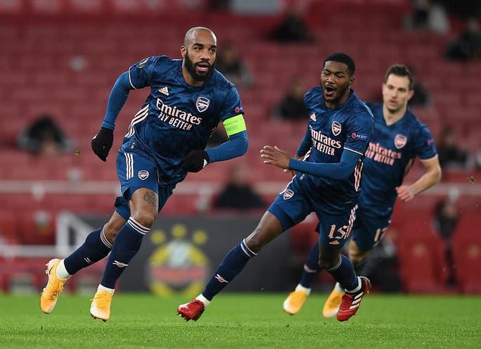 2.000 khán giả tiếp lửa, Arsenal gây sốc với trận thắng thứ 5 Europa League - Ảnh 2.