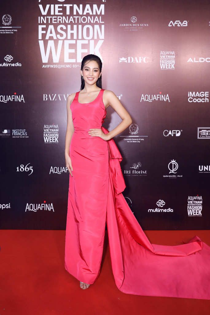 Dàn sao Việt diện váy áo Công Trí đọ sắc trên thảm đỏ - Ảnh 1.