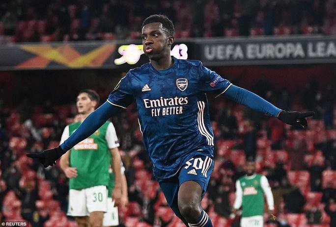 2.000 khán giả tiếp lửa, Arsenal gây sốc với trận thắng thứ 5 Europa League - Ảnh 4.