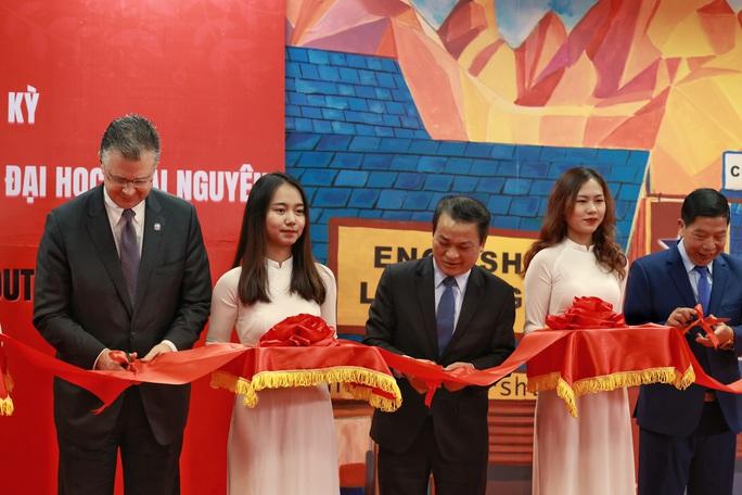 Đại sứ Daniel Kritenbrink khai trương Không gian Mỹ tại tỉnh Thái Nguyên - Ảnh 4.
