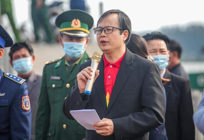 Báo Người Lao Động trao tặng 2.000 lá cờ Tổ quốc cho ngư dân tỉnh Nghệ An - Ảnh 2.