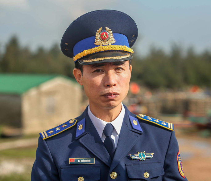 Báo Người Lao Động trao tặng 2.000 lá cờ Tổ quốc cho ngư dân tỉnh Nghệ An - Ảnh 4.