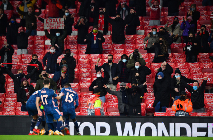2.000 khán giả tiếp lửa, Arsenal gây sốc với trận thắng thứ 5 Europa League - Ảnh 7.