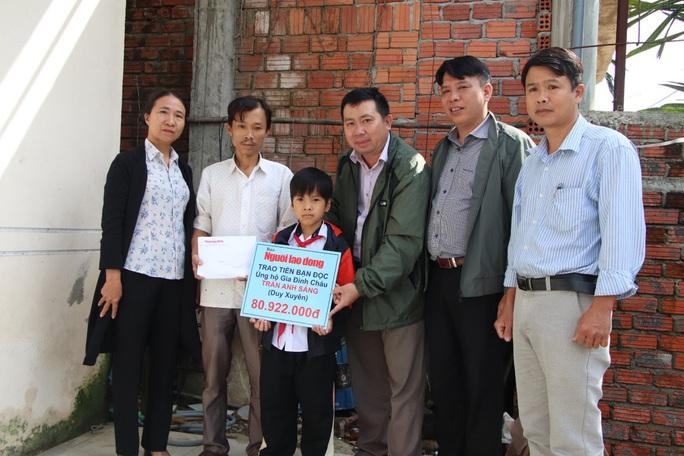 Mẹ tử nạn khi đi mua áo cho con: Báo Người Lao Động trao hơn 80,9 triệu đồng - Ảnh 1.