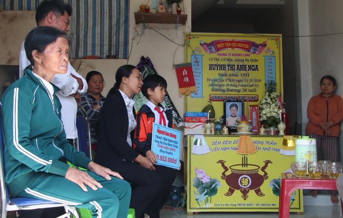 Mẹ tử nạn khi đi mua áo cho con: Báo Người Lao Động trao hơn 80,9 triệu đồng - Ảnh 6.