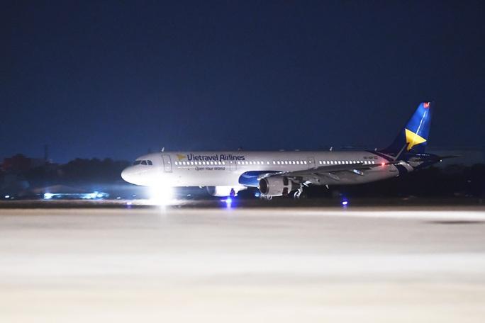 Cận cảnh máy bay đầu tiên và dàn tiếp viên của Vietravel Airlines ở sân bay Tân Sơn Nhất - Ảnh 9.
