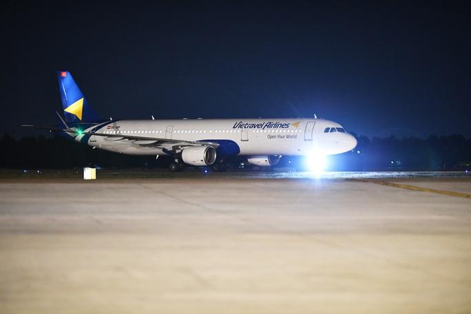 Cận cảnh máy bay đầu tiên và dàn tiếp viên của Vietravel Airlines ở sân bay Tân Sơn Nhất - Ảnh 8.