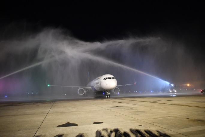 Cận cảnh máy bay đầu tiên và dàn tiếp viên của Vietravel Airlines ở sân bay Tân Sơn Nhất - Ảnh 7.