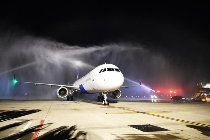 Cận cảnh máy bay đầu tiên và dàn tiếp viên của Vietravel Airlines ở sân bay Tân Sơn Nhất - Ảnh 3.