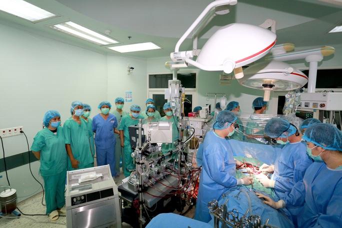 Bệnh viện Trung ương Huế ghép tim thành công cho thanh niên 34 tuổi - Ảnh 2.