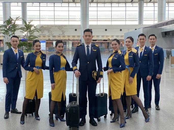 Cận cảnh máy bay đầu tiên và dàn tiếp viên của Vietravel Airlines ở sân bay Tân Sơn Nhất - Ảnh 11.