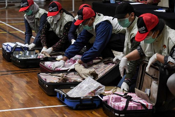 Bộ trưởng Indonesia nhận hối lộ liên quan đến cứu trợ Covid-19 - Ảnh 2.