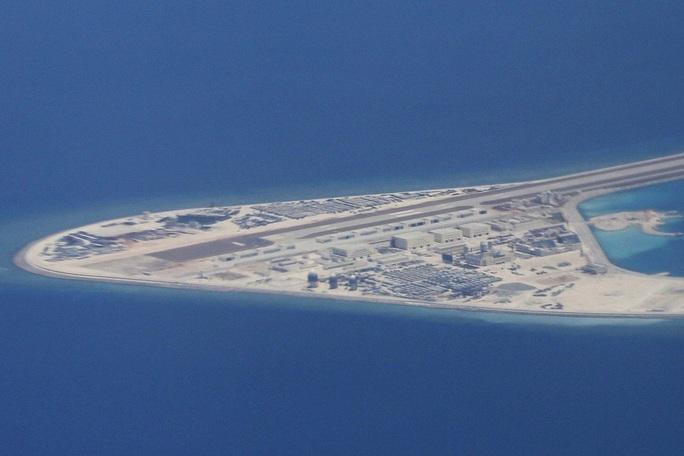 Báo Trung Quốc: Đảo nhân tạo ở biển Đông dễ bị tấn công - Ảnh 1.