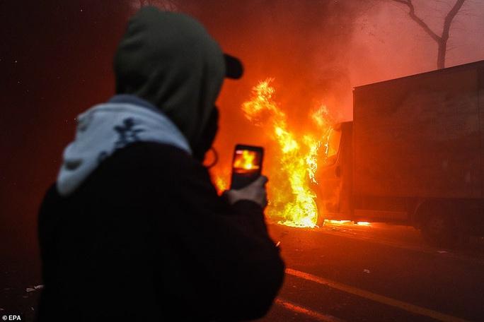Bạo loạn nổ ra tại Pháp - Ảnh 5.